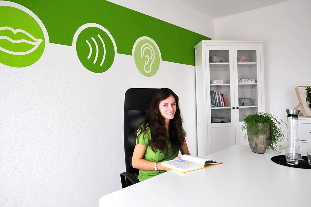 Franziska Nisseler an ihrem Arbeitsplatz